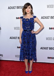 Rose Byrne was a cutie at the 'Adult Beginners' premiere in a Christopher Kane floral dress in blue velvet against a sheer black background.