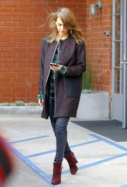 Jessica Alba teamed her coat with stylish red ankle boots and skinny jeans.