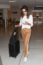 Alessandra Ambrosio completed her comfy outfit with a pair of tan sports pants.