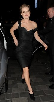 Alice Eve looked super sexy in a fitted LBD, which she wore to the after party of 'Star Trek.'