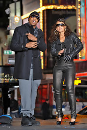 Mr. New York himself is seen here in casual unlaced black work boots.