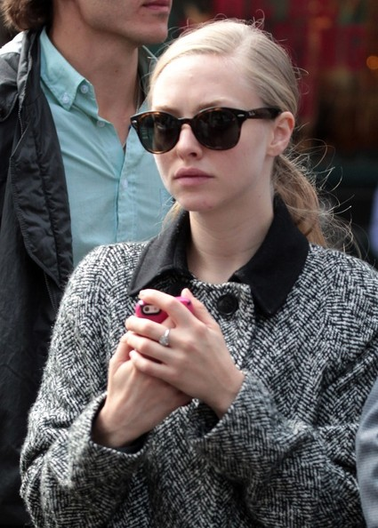 More Pics of Amanda Seyfried Wayfarer Sunglasses (2 of 21) - Amanda Seyfried Lookbook - StyleBistro