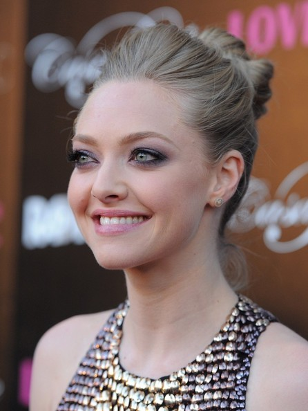 Amanda Seyfried Bobby Pinned Updo
