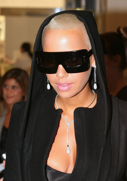 Amber showed off yet another one of her bold shades while promoting a Michael Boadi Fragrance.