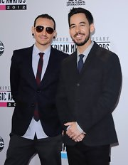 Chester Bennington looked spiffy in his black blazer and striped tie at the 2012 American Music Awards.