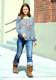 Amy Adams was super casual while out in Boston where she sported this gray Van Halen long-sleeved tee.