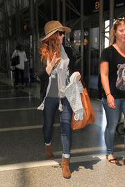Amy Adams stayed comfy in skinny jeans and a blazer while catching a flight at LAX.
