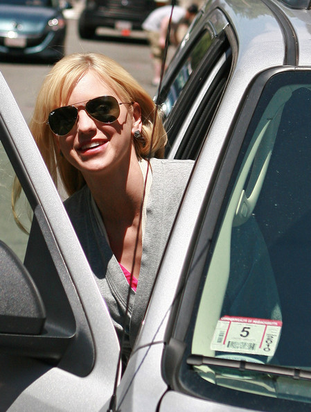 Anna Faris Aviator Sunglasses []