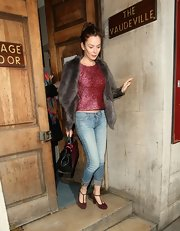 Anna dressed up a casual pair of jeans by cuffing the hems and throwing on a ladylike pair of T-strap sandals.