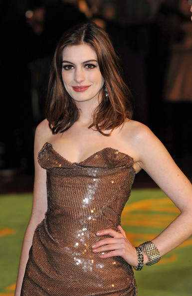 Anne Hathaway Medium Straight Cut