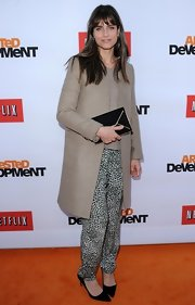 Amanda Peet looked chic and sophisticated in a tan wool coat paired over printed harem pants.