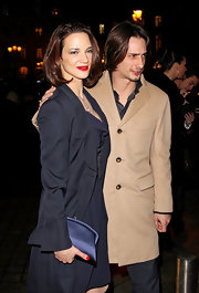 Asia Argento carried an elegant clutch at the Armani fashion show.