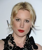 Alice Evans paired her alabaster skin with a ravishing red pout. The perfect way to draw attention to her look.
