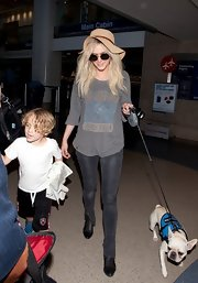 Ashlee Simpson looked totally rocker cool in this Def Leppard long-sleeve tee.
