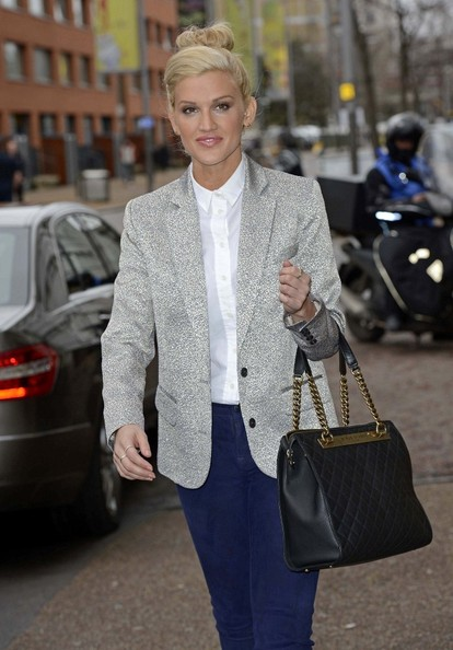 More Pics of Ashley Roberts Button Down Shirt (1 of 11) - Ashley Roberts Lookbook - StyleBistro