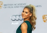 Star athlete Anna Kournikova wore her hair in a curly high ponytail that perfectly emphasized her turqoise Tadashi Shoji gown.