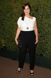 Marcia Gay Harden showed off her modern style with this asymmetrical white blouse during the Decades of Glamour Oscar party.