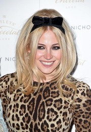 Pixie Lott styled her retro 'do with a bowed headband.