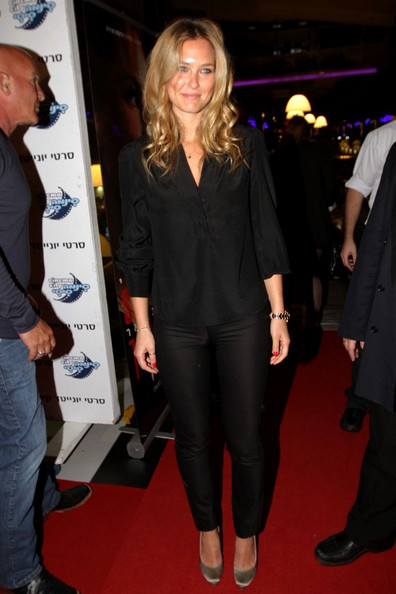Bar Rafaeli attended the red carpet screening of 'Session' in champagne satin pumps.