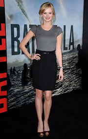Sara looks sweet and sophisticated at the 'Battle: Los Angeles' premiere in a belted pencil skirt and tee.