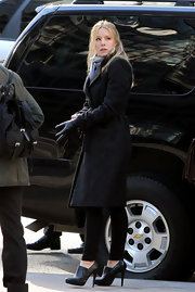 "Kristen Bell looked chic while filming ""House of Lies"" in black leather ankle boots."