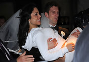 On her wedding day, Bethenny Frankel wore her hair in long loose spiral curls.