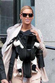 Beyonce Knowles took her baby daughter out for a walk while wearing midnight blue nail polish.