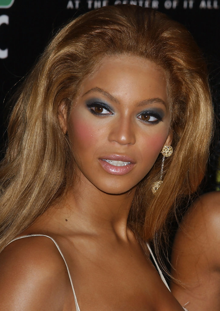 Beyonce Kept Her Lips A Pale Neutral Pink To Draw The Attention Up Toward