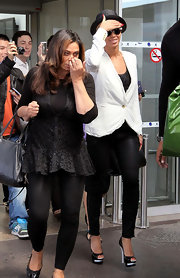 Beyonce Knowles teamed her monochromatic airport attire with black platform peep-toe pumps with white details.