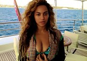 Beyonce showed her natural beauty with an au naturel wave.