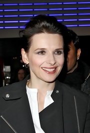 Juliette Binoche swept on a deep metallic gray eyeshadow for the French premiere of 'Elle.'