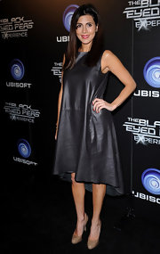 Jamie-Lynn Sigler put her own spin on the leather dress trend with a looser a-line pick.