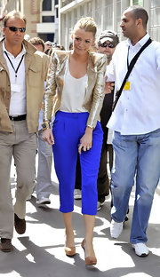 Blake looked chic in a metallic blazer with electric blue cropped pants.