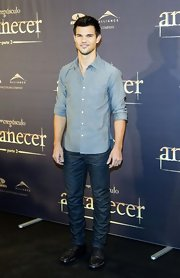 "Taylor Lautner looked ruggedly handsome in a pair of dark-washed jeans at the Spanish premiere of ""The Twilight Saga: Breaking Dawn - Part 2."""
