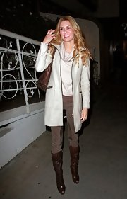 Brandi Glanville kept her look relaxed, layering a cream wool zip-front coat over a slouchy ivory turtleneck.