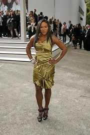 Serena Williams showed of her athletic figure while hitting the Burberry fashion show.