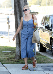 Busy Philipps finished off her casual look with strappy brown wedges.