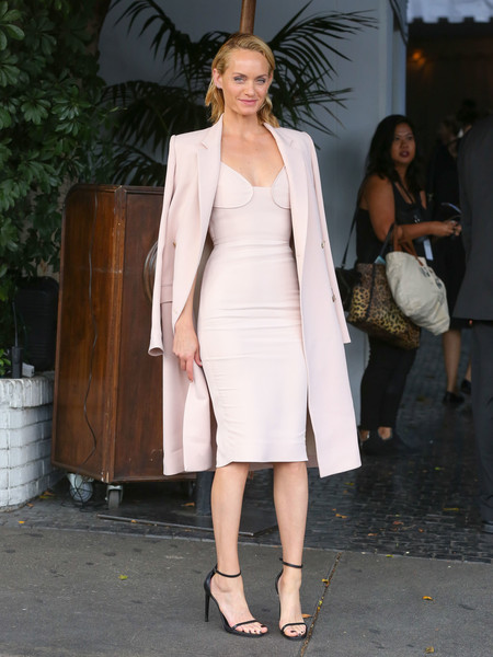 Amber Valletta completed her minimalist ensemble with a pair of black slim-strap sandals.