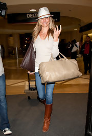 Cameron wears a white fedora with her laid-back look at the airport.
