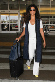 For her travel bag, Camila Alves chose a black Rimowa rollerboard.