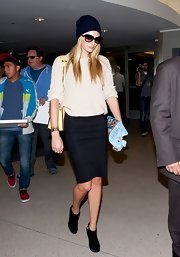 Candice Swanepoel arrived in style with this navy pencil skirt.