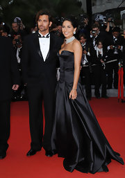 Barbara Mori was alluring in a black satin floor length gown featuring a flattering sweetheart neckline.