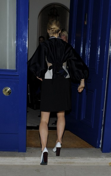 More Pics of Suki Waterhouse Mini Skirt (1 of 10) - Mini Skirt Lookbook - StyleBistro