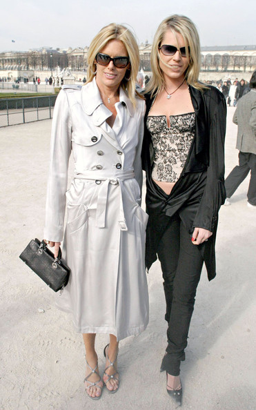 Patti Hansen arrived at the Christian Dior Fall/Winter show in Paris wearing a below-the-knee white trenchcoat with epaulettes.