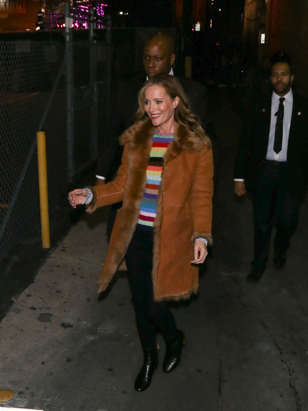 Leslie Mann chose a pair of black ankle boots to complete her outfit.