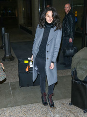 Jenny Slate completed her airport attire with a pair of snow boots.