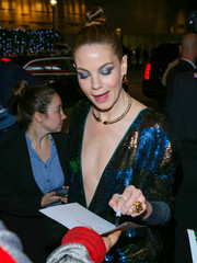 Michelle Monaghan wore a huge gold ring at the premiere of 'Sleepless.'