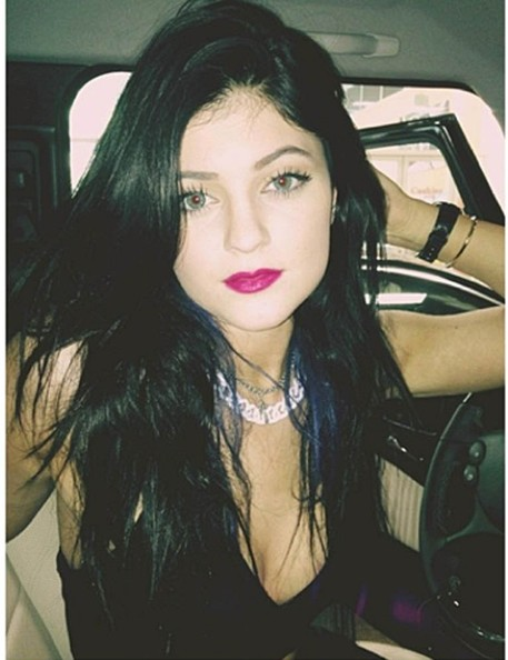 844023fe403 Kylie Jenner Takes a Selfie (Again) - The Week's Most Stylish Celeb ...