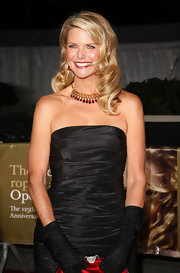 Christie's gemstone collar necklace is very stunning and gives the supermodel an elegant look.