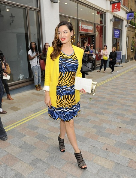 More Pics of Kelly Brook Print Dress (1 of 3) - Kelly Brook Lookbook - StyleBistro